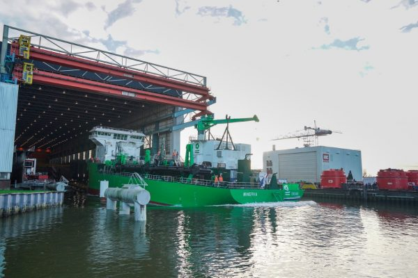 worlds-first-lng-powered-hopper-dredger-minerva-launched-1-medium
