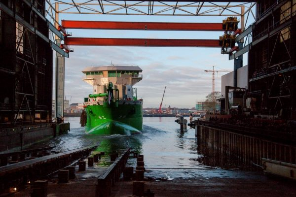 worlds-first-lng-powered-hopper-dredger-minerva-launched-3-medium